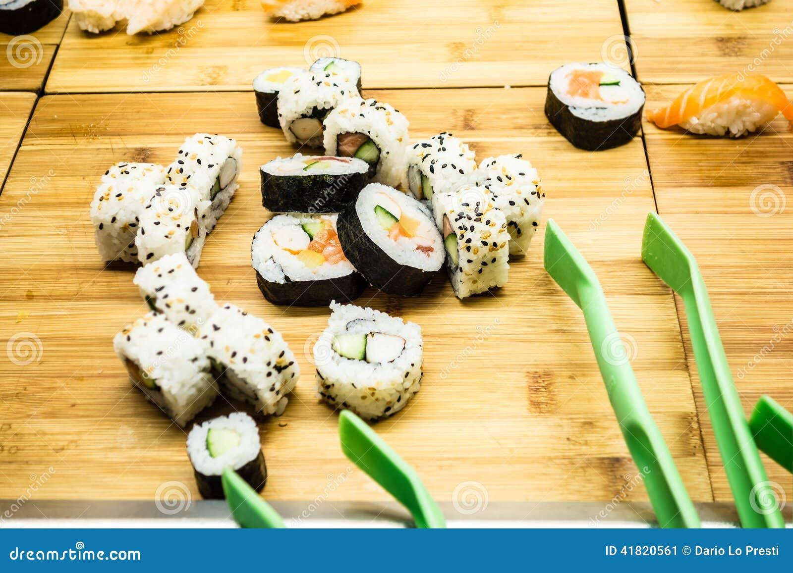 Comida fría del sushi