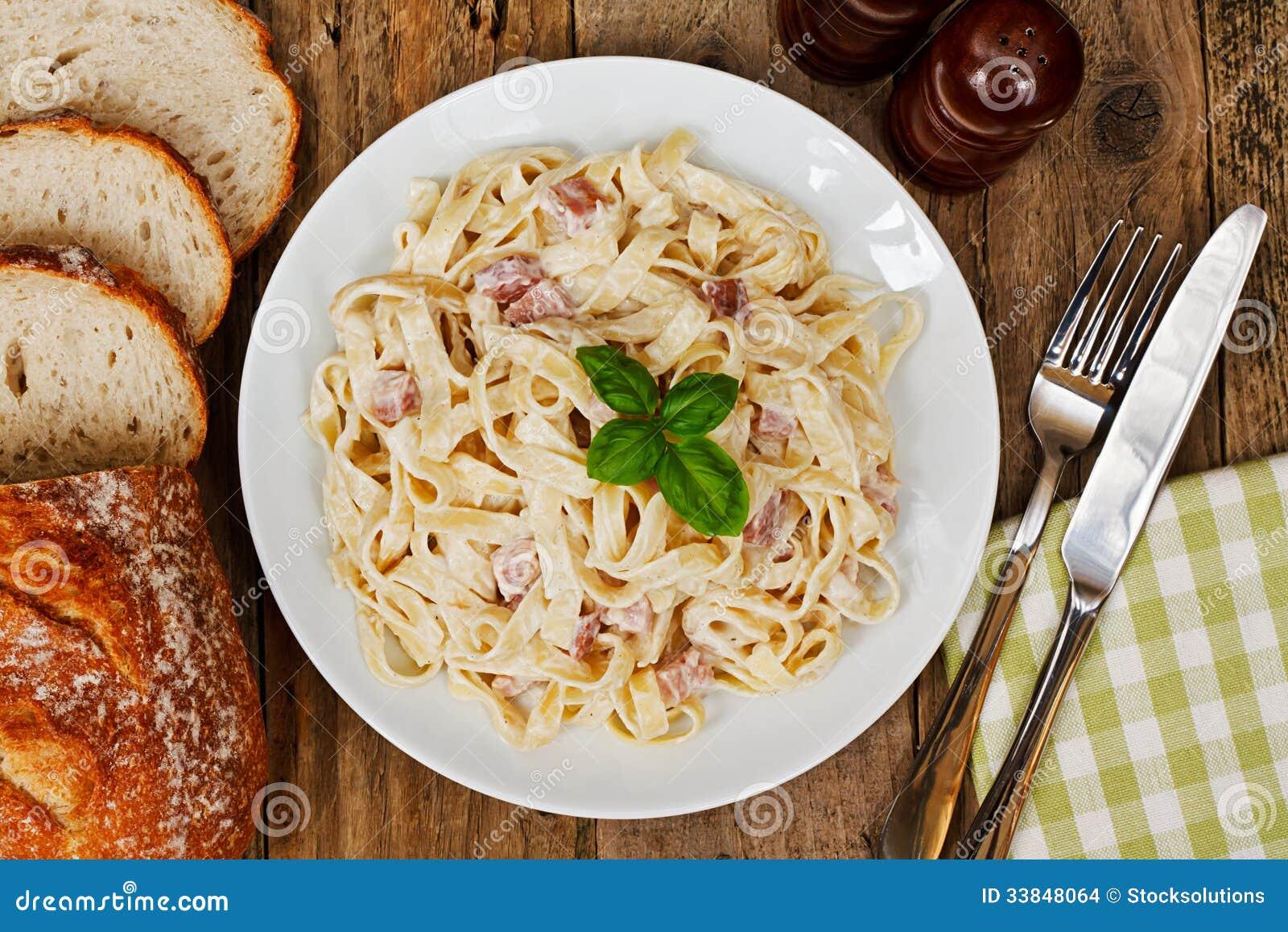 Comida italiana tradicional foto de archivo imagen de for Comida italiana
