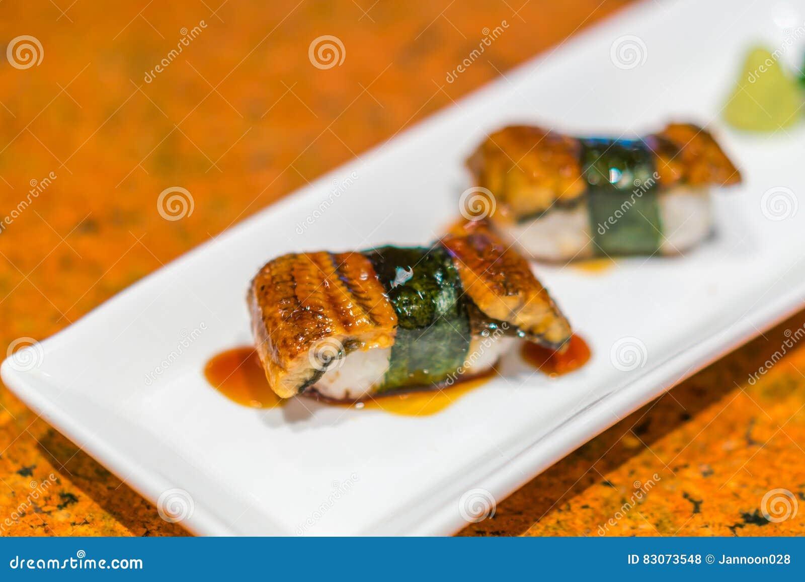 comida japonesa rollo de sushi de los pescados de la anguila