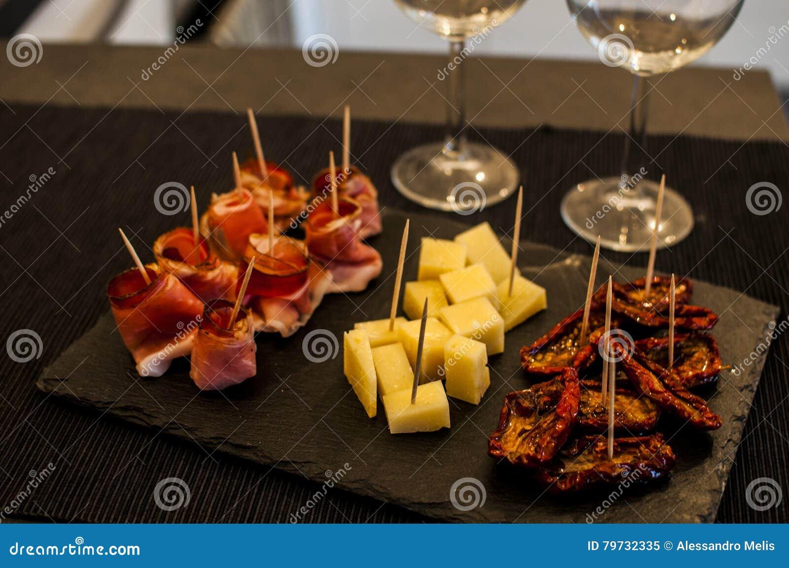 Comida para comer con los dedos para igualar el aperitivo