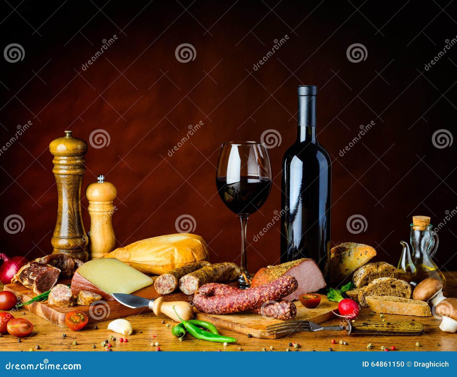 Comida rústica en la tabla
