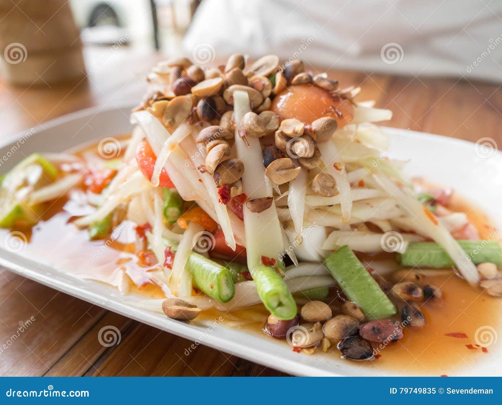 Comida tailandesa de la tradición en la tabla