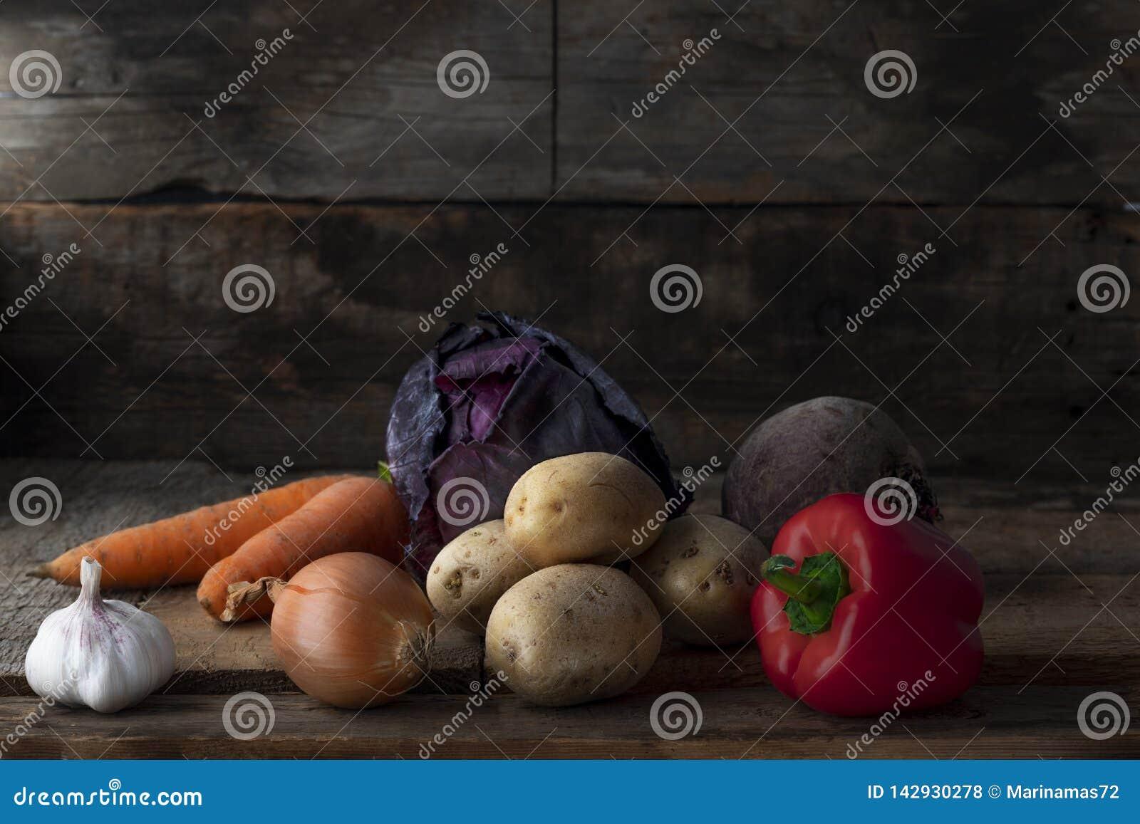Comida vegetariana cruda Producto-vehículos frescos de vegetables
