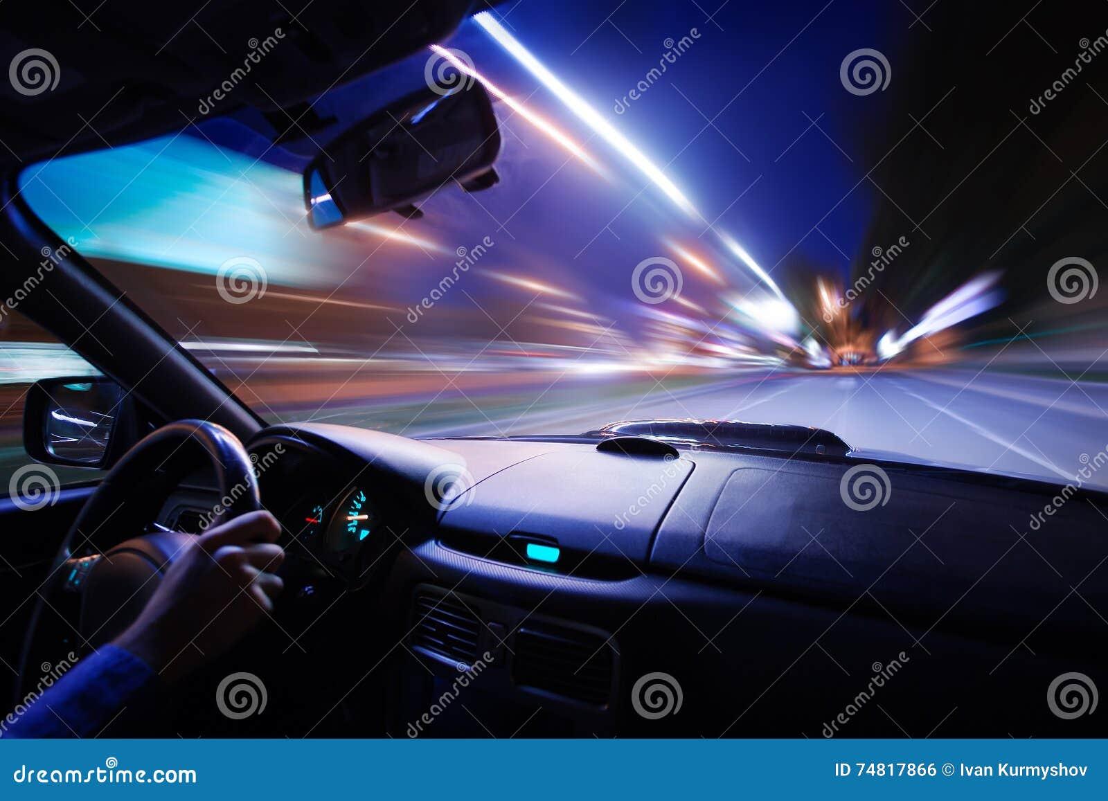 commande de nuit de vitesse de voiture sur la route dans la ville photo stock image du omnibus. Black Bedroom Furniture Sets. Home Design Ideas