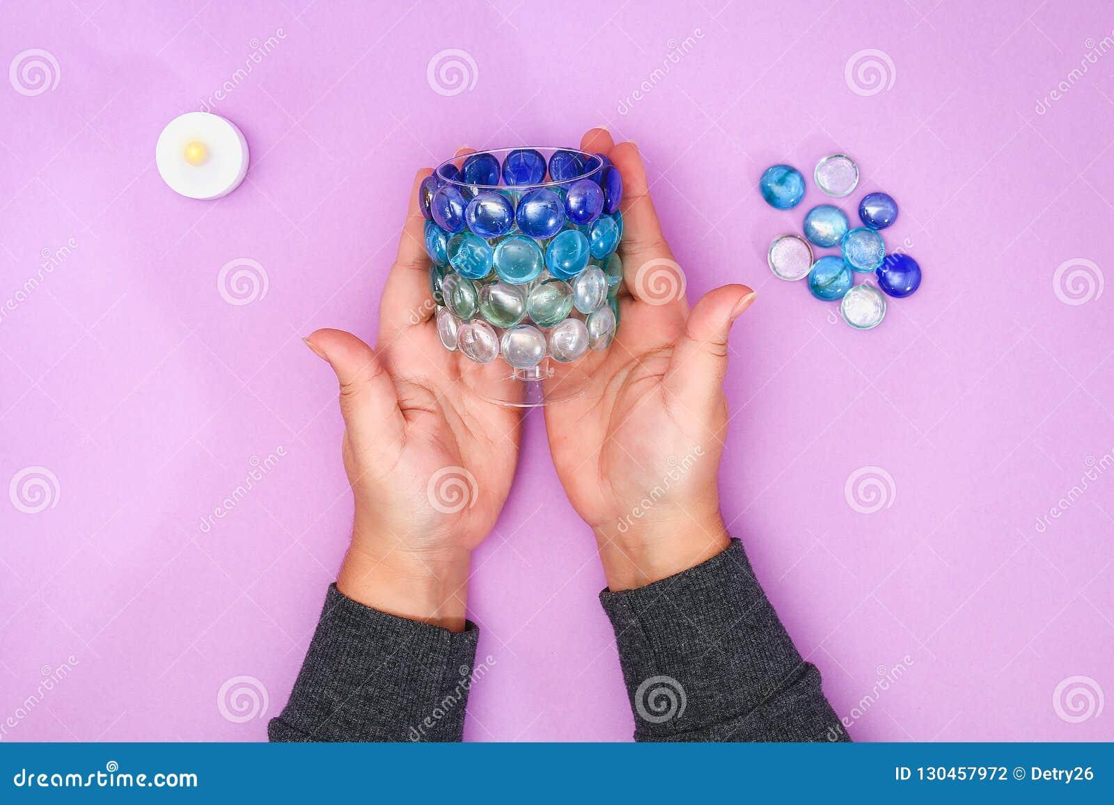 Comment faire votre propre chandelier à partir du verre inutile ou des cailloux en plastique et en verre Point par point Décor d