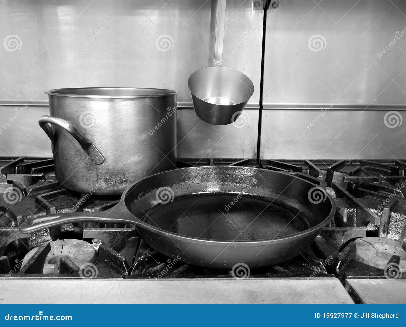 Zwart Keuken Fornuis : Commerciële keuken fornuis hoogste pot en pan stock afbeelding