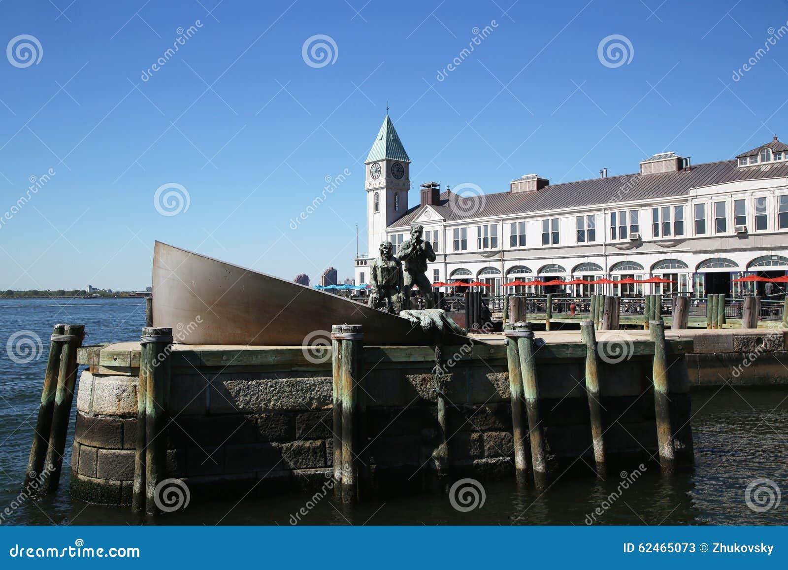 Commerciante americano Marines Memorial e pilastro 1 in Manhattan