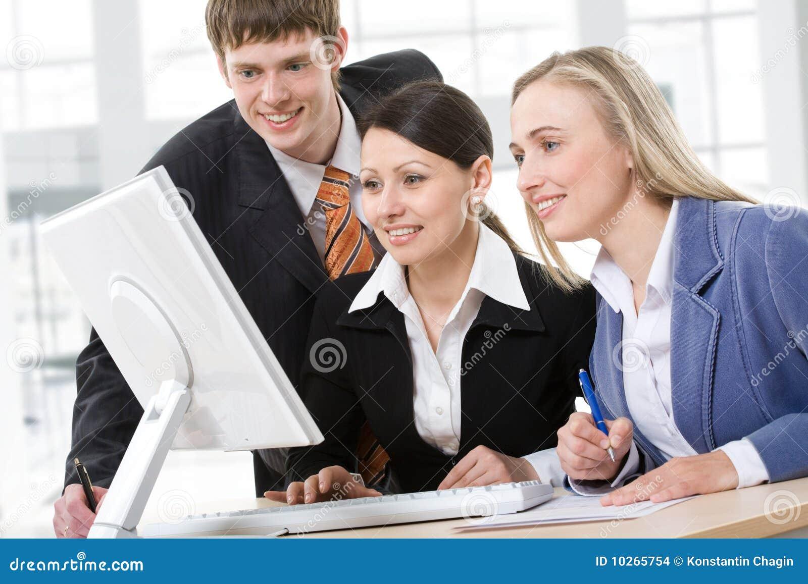 Commercieel team op een vergadering