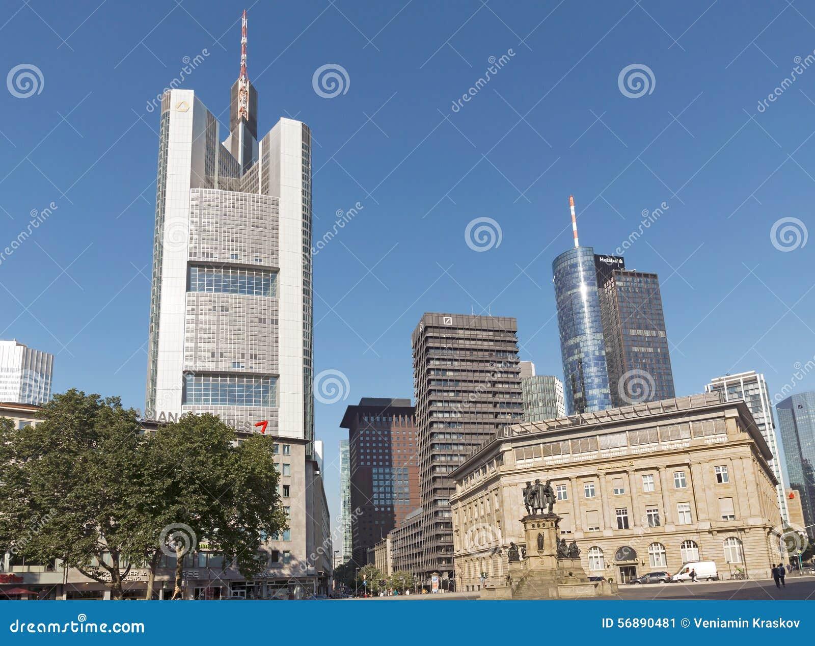 Commerzbank si eleva e torre principale