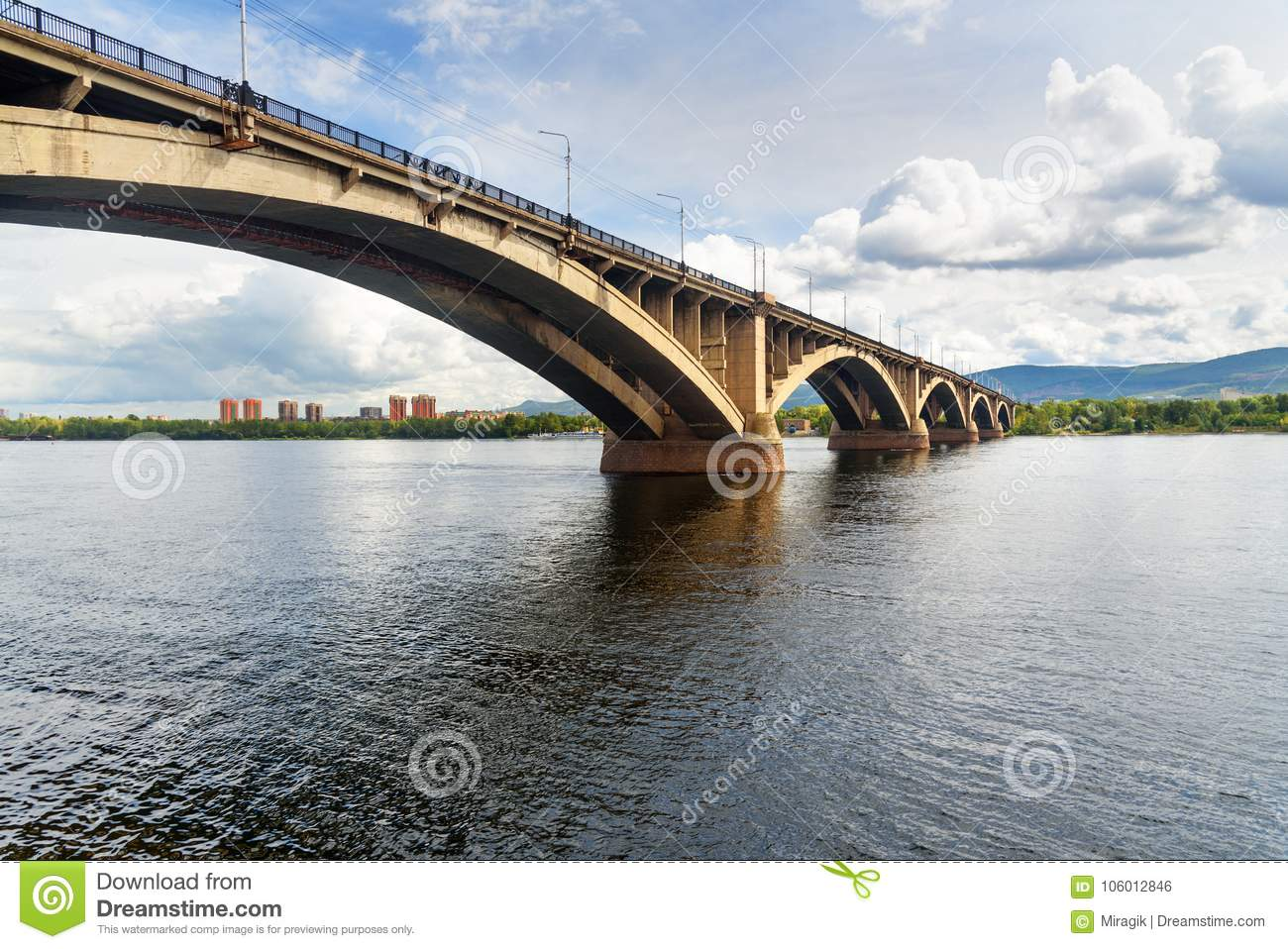 The bridge over Kacha in Krasnoyarsk will be open in September 81