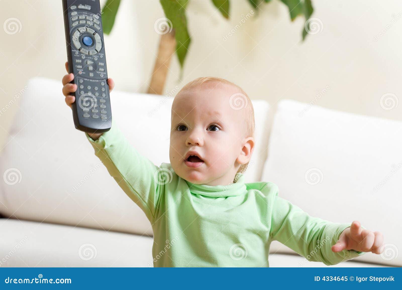 Commutateur de père à une TV, s il vous plaît !