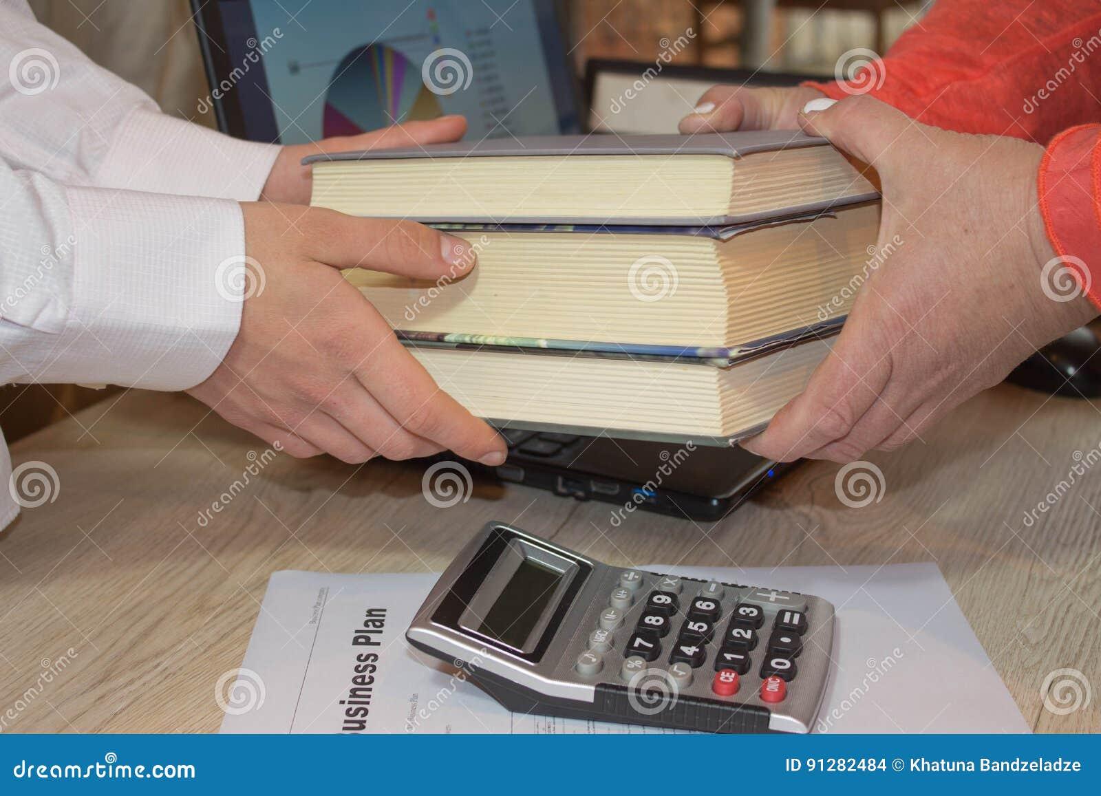Como abrir seu negócio Leia o desenvolvimento de negócios dos livros