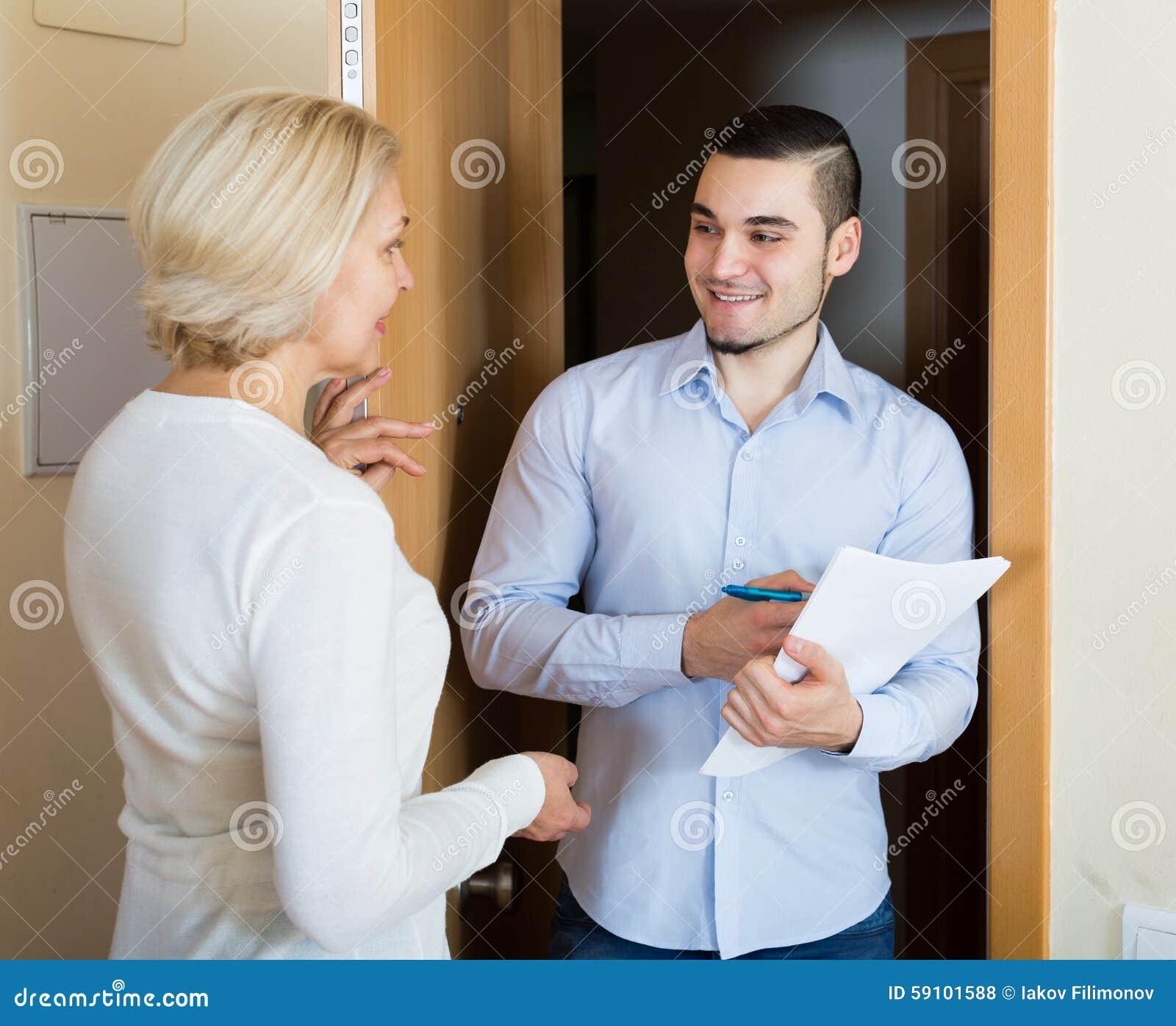 Comp的销售的工作者或雇员的妇女查询表