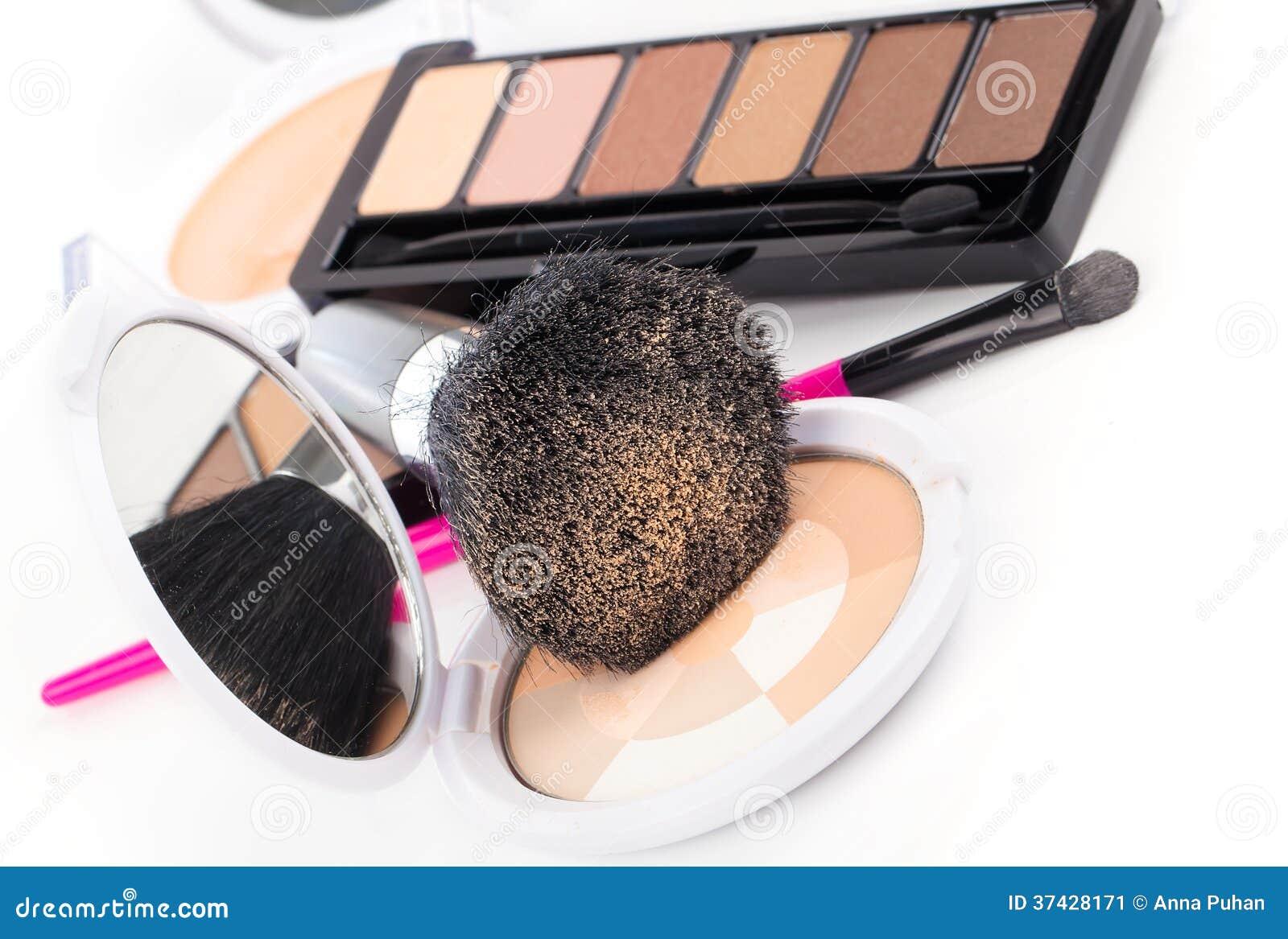 Compact poeder en zwarte borstel