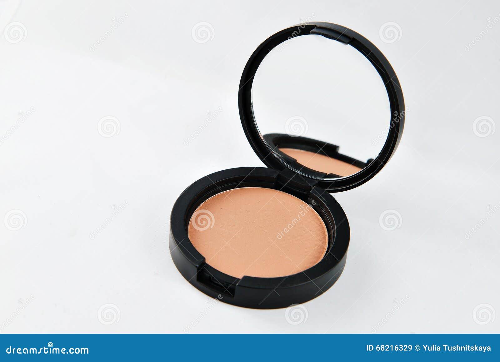 Zwarte Ronde Spiegel : Compact poeder voor het gezicht in een zwarte ronde doos met