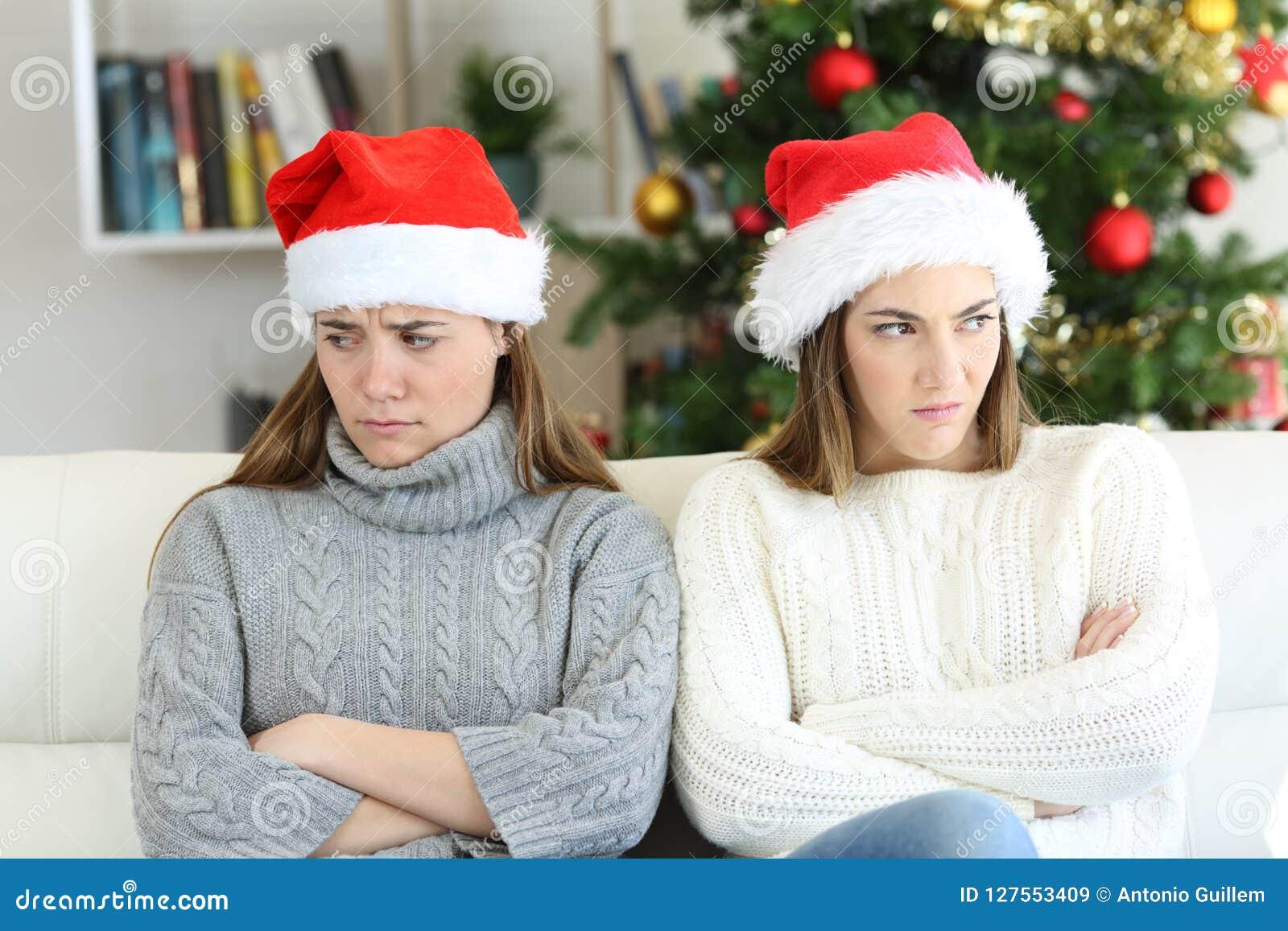 Compagnons de chambre ou soeurs fâchés dans Noël