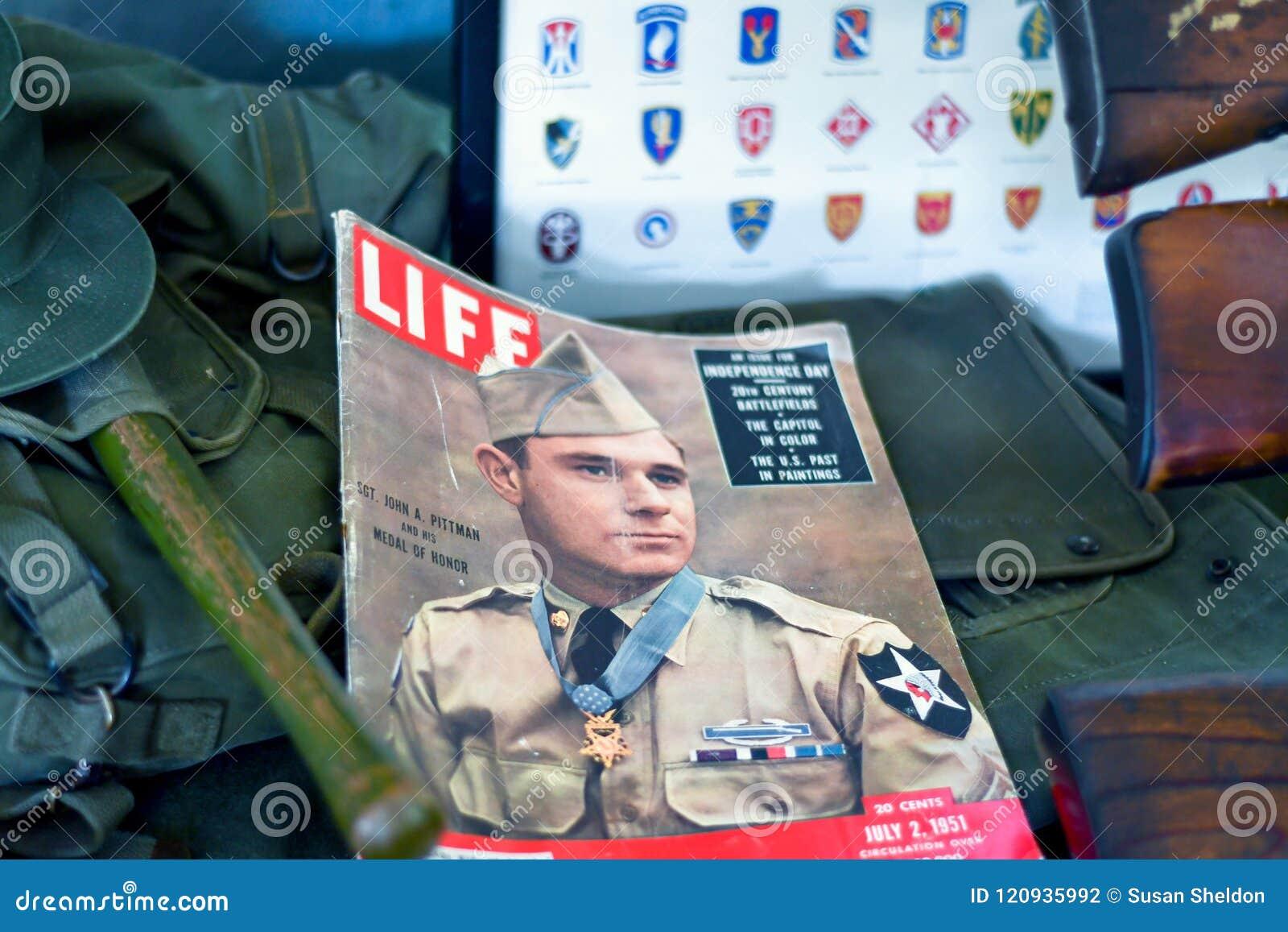 Compartimento militar da vida velha na exposição