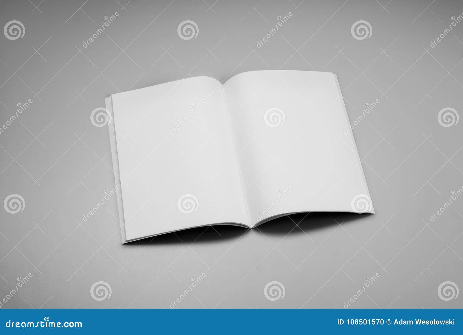Compartimentos, livro ou catálogo do modelo no fundo cinzento da tabela