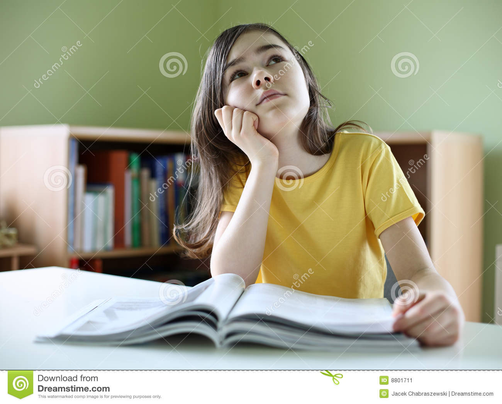 Compartimientos de la lectura de la muchacha