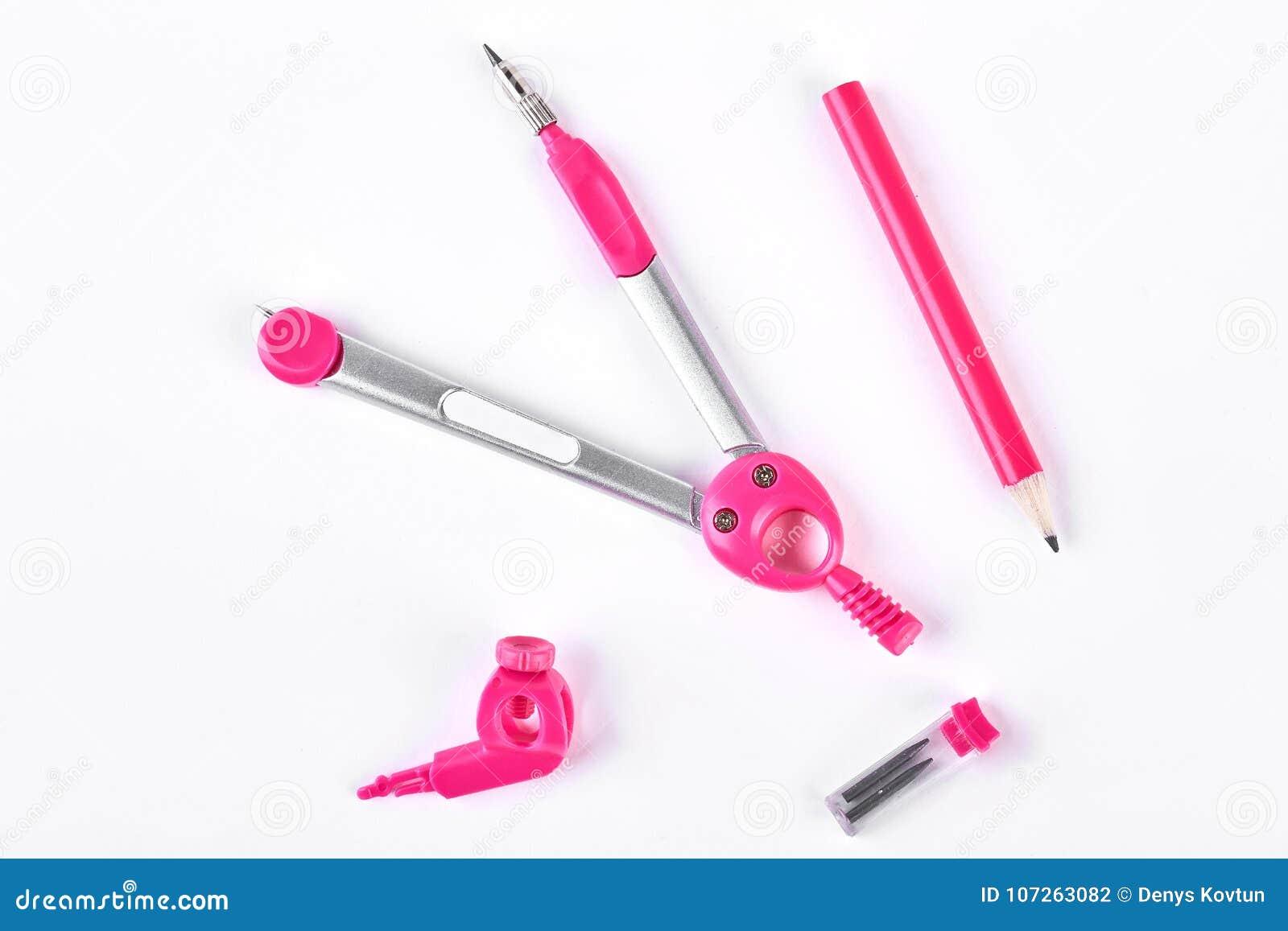 Compassos e lápis cor-de-rosa para esboçar