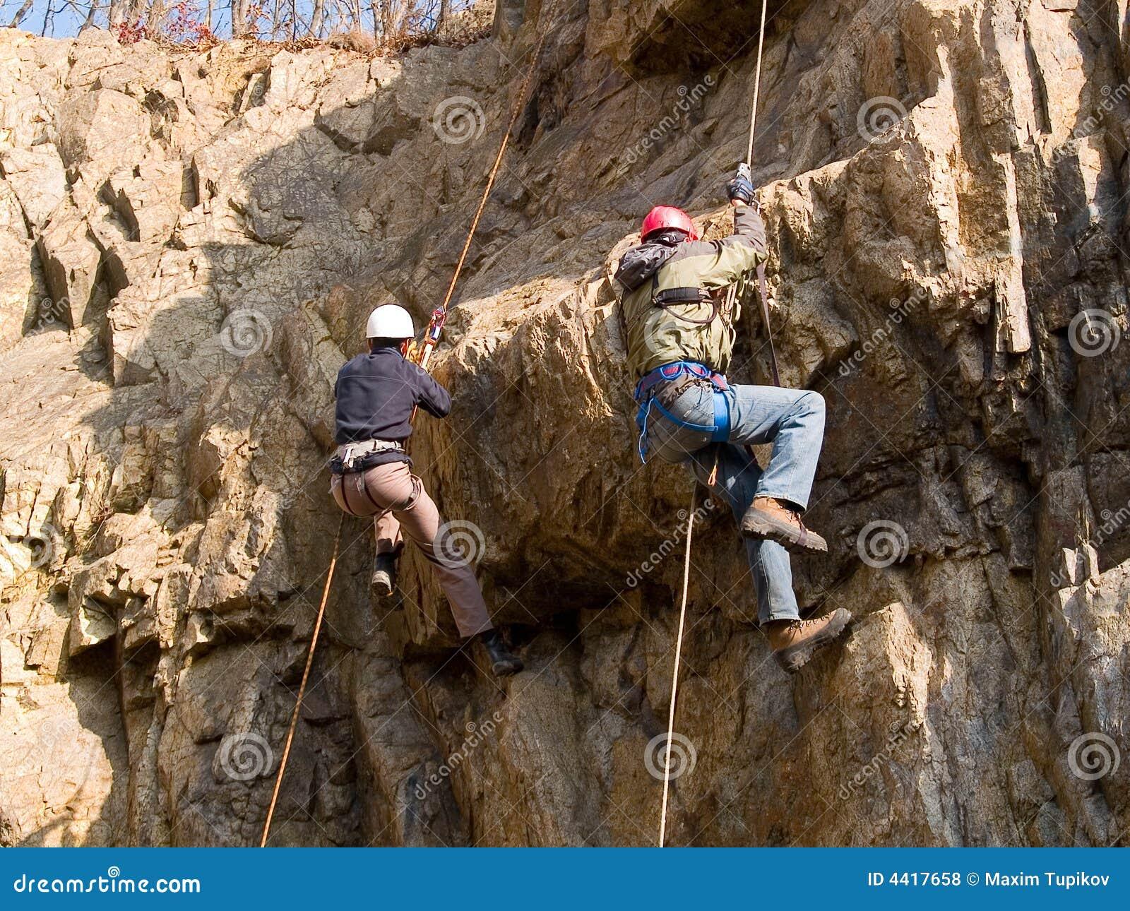 Competição da escalada de montanha