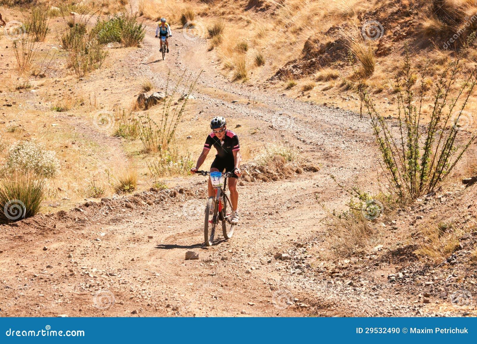 Competição do Mountain bike da aventura
