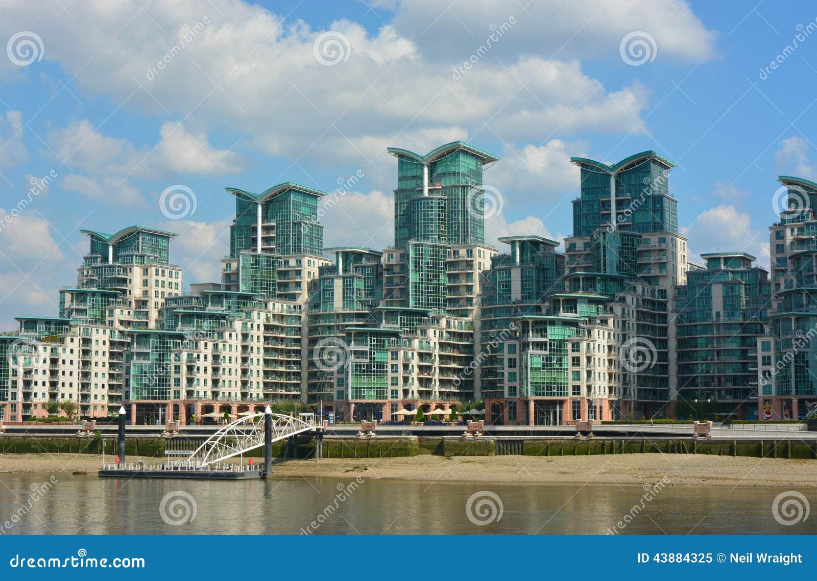 Complejo de apartamentos de lujo imagen de archivo - Apartamentos lujo londres ...