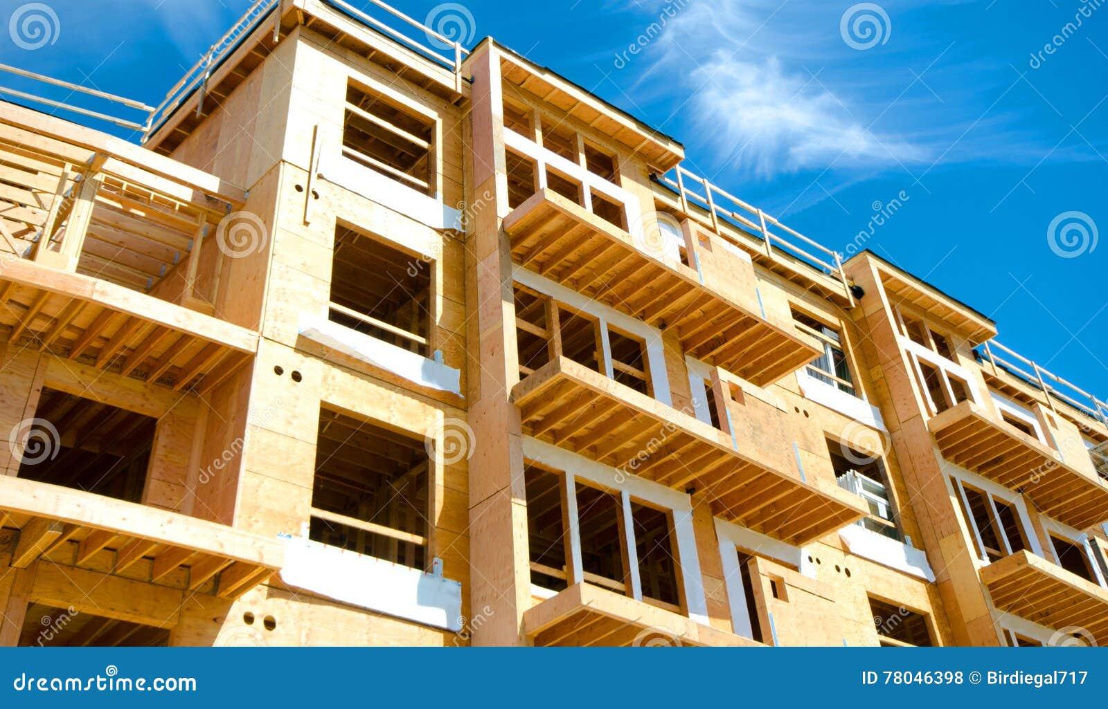 Complejo de condominio del apartamento, construcción de madera del marco, Victoria, Canadá