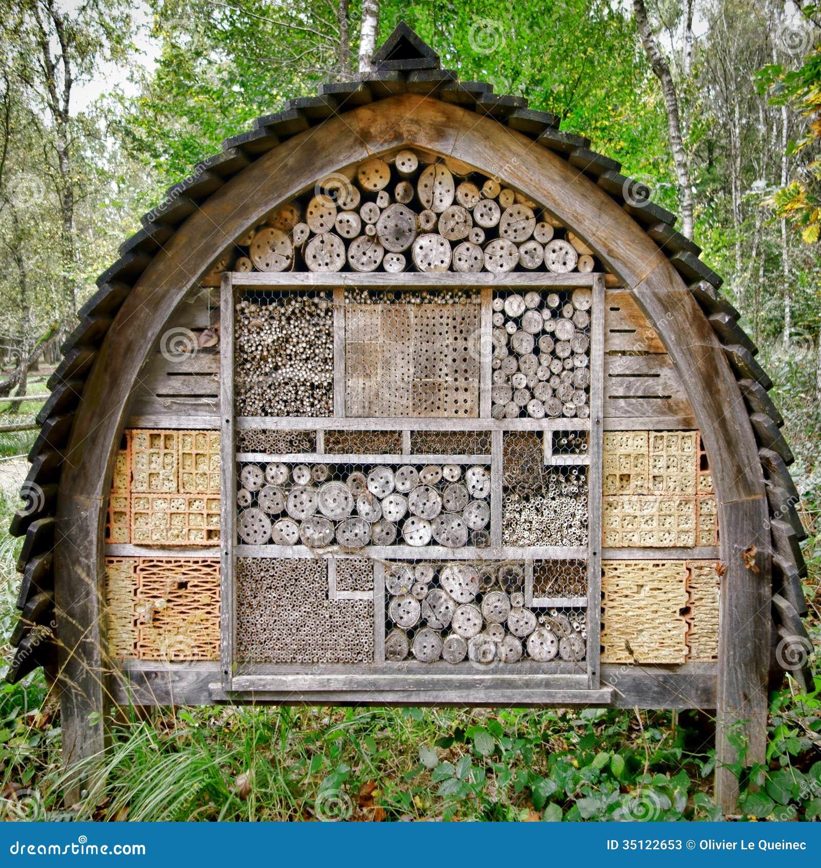 Complexe de cabane dans un arbre de pondoir d 39 abeille et d - Cabane a insectes ...