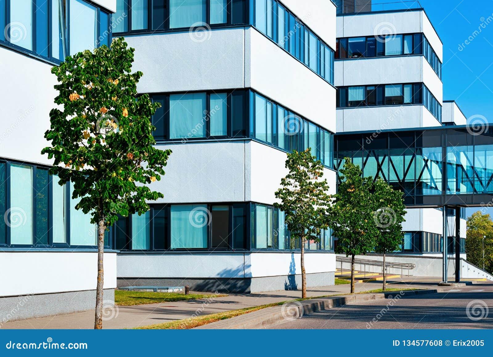 Complexe de gratte-ciel moderne d immeuble de bureaux d entreprise constituée en société