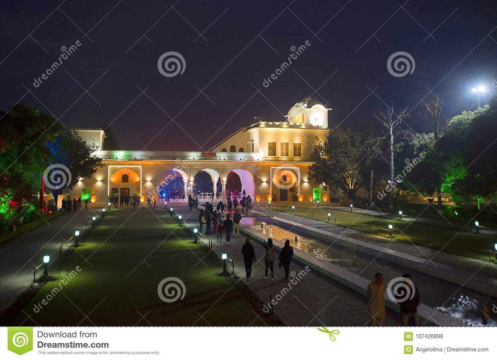Complexité et asymétrie chez Vijay Vilas Palace, Bhuj