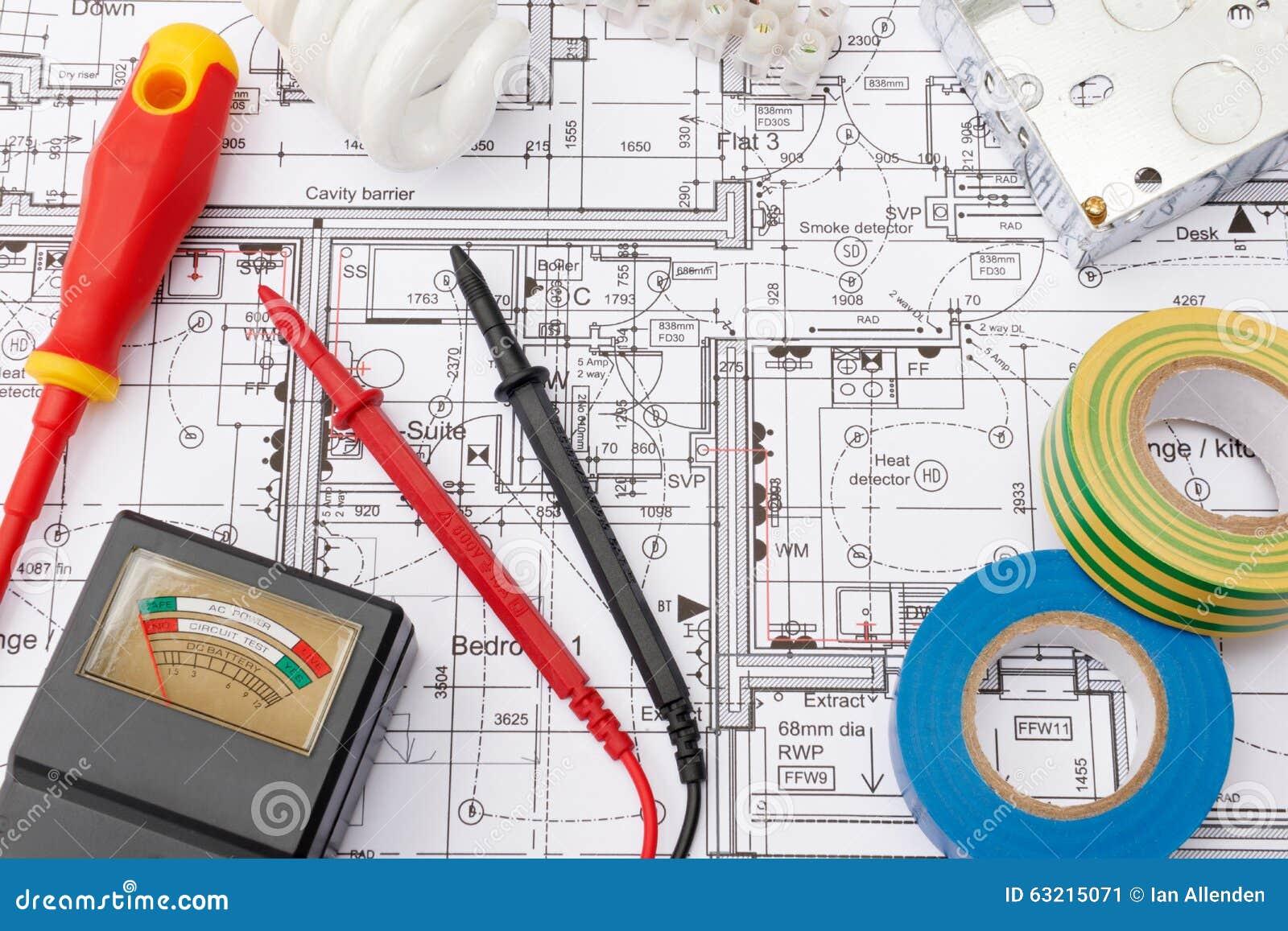 Componentes elétricos arranjados em plantas da casa