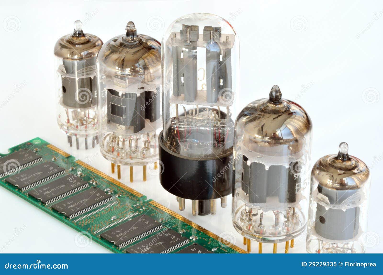 Download Componentes Eletrônicos Velhos E Novos Imagem de Stock - Imagem de componente, isolado: 29229335
