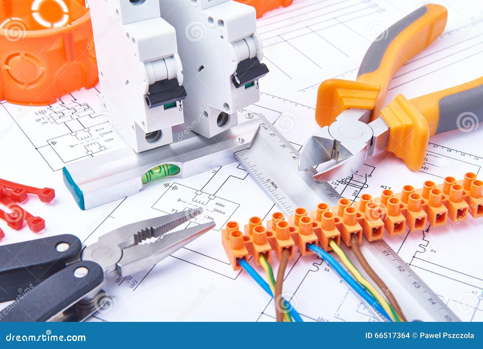 Componentes para o uso nas instalações elétricas Corte alicates, conectores, fusíveis e fios Acessórios para o trabalho de engenh