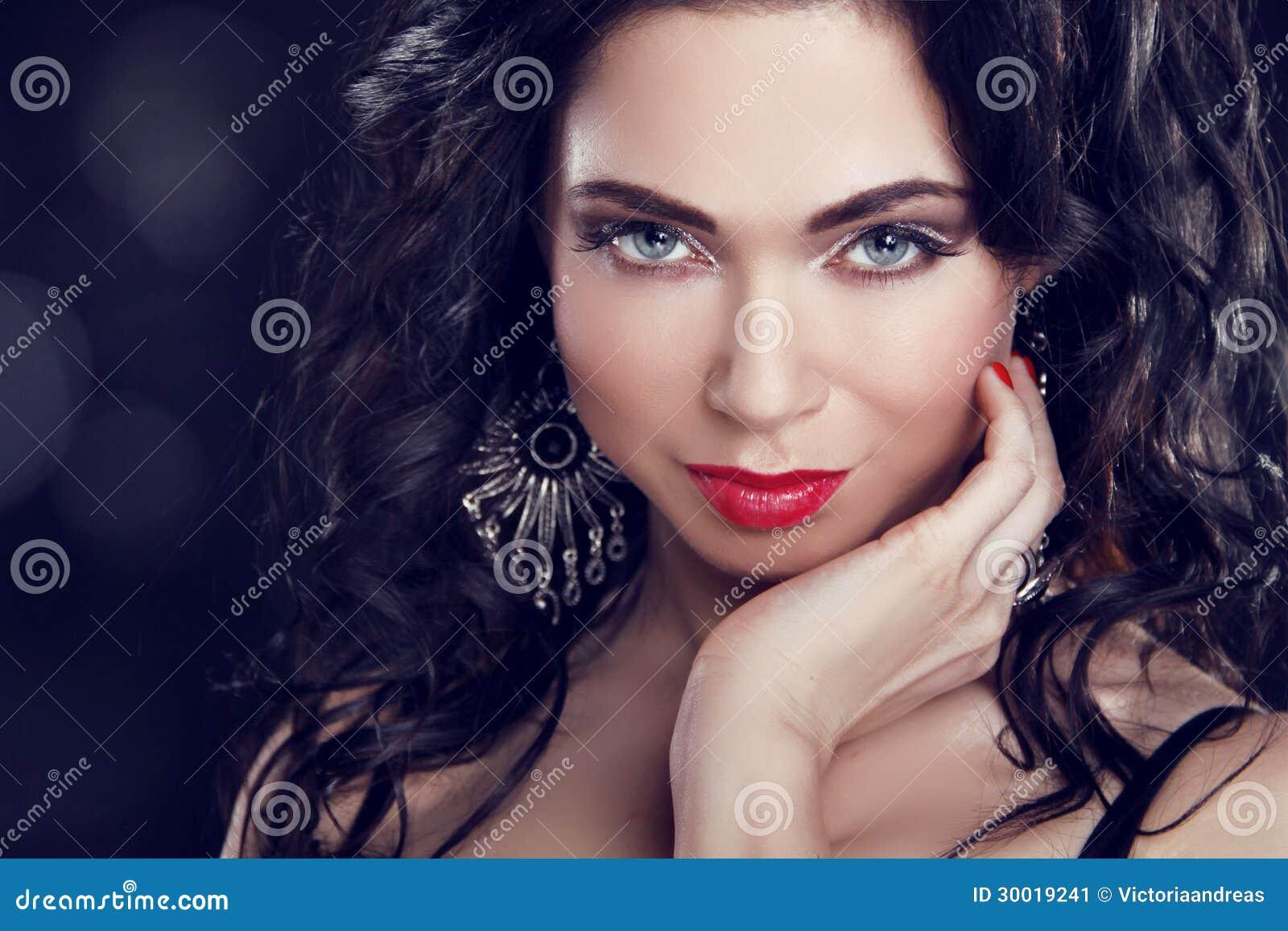 Composez belle fille de brune avec des yeux bleus image - Fille au yeux bleu ...