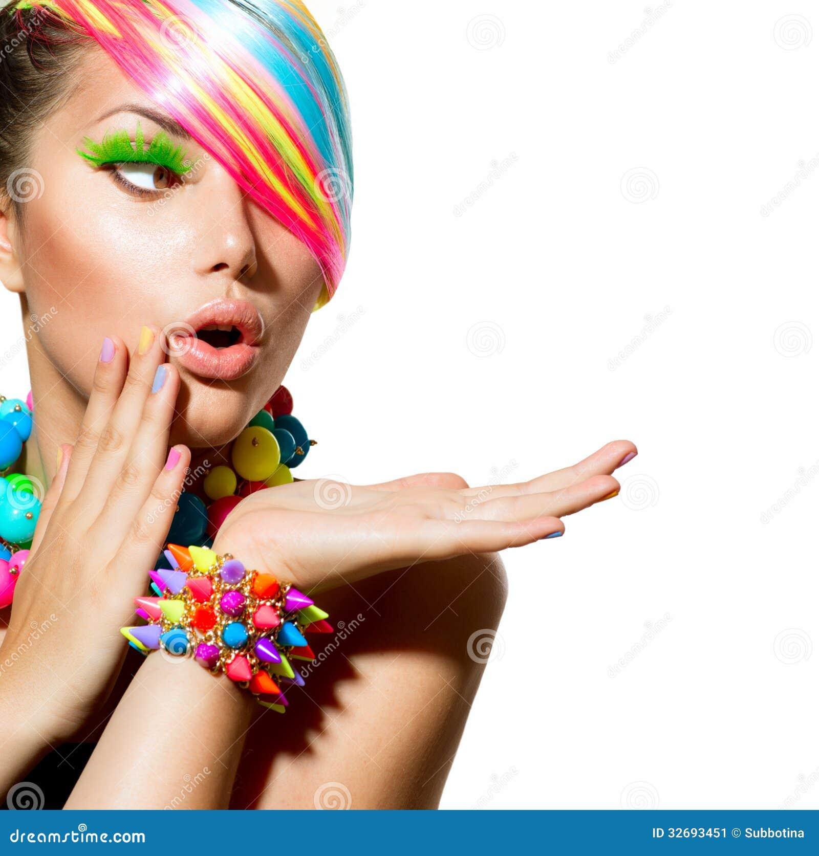 Composição colorida, cabelo e acessórios
