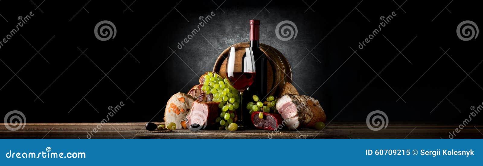 Composição com vinho e alimento