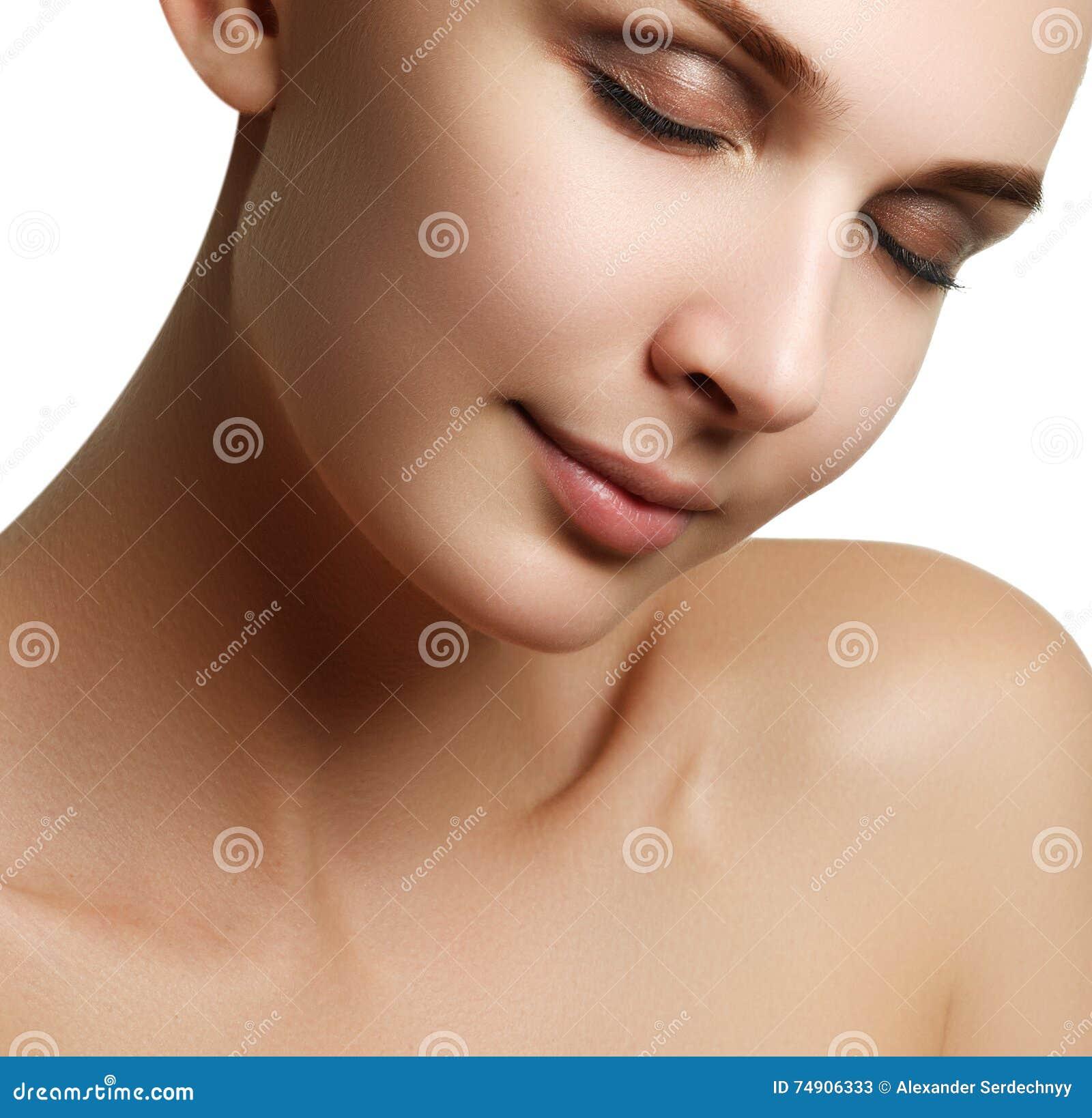 Composição & cosméticos Retrato do close up do modelo bonito f da mulher