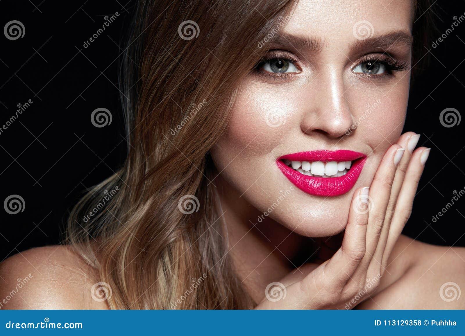 Composição da mulher da beleza Retrato da cara fêmea bonita