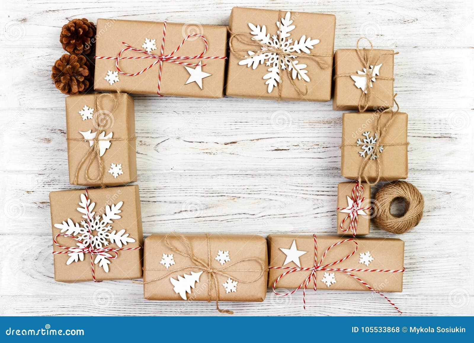 Composición Del Marco Del Año Nuevo Y De La Navidad Cajas De Regalo ...