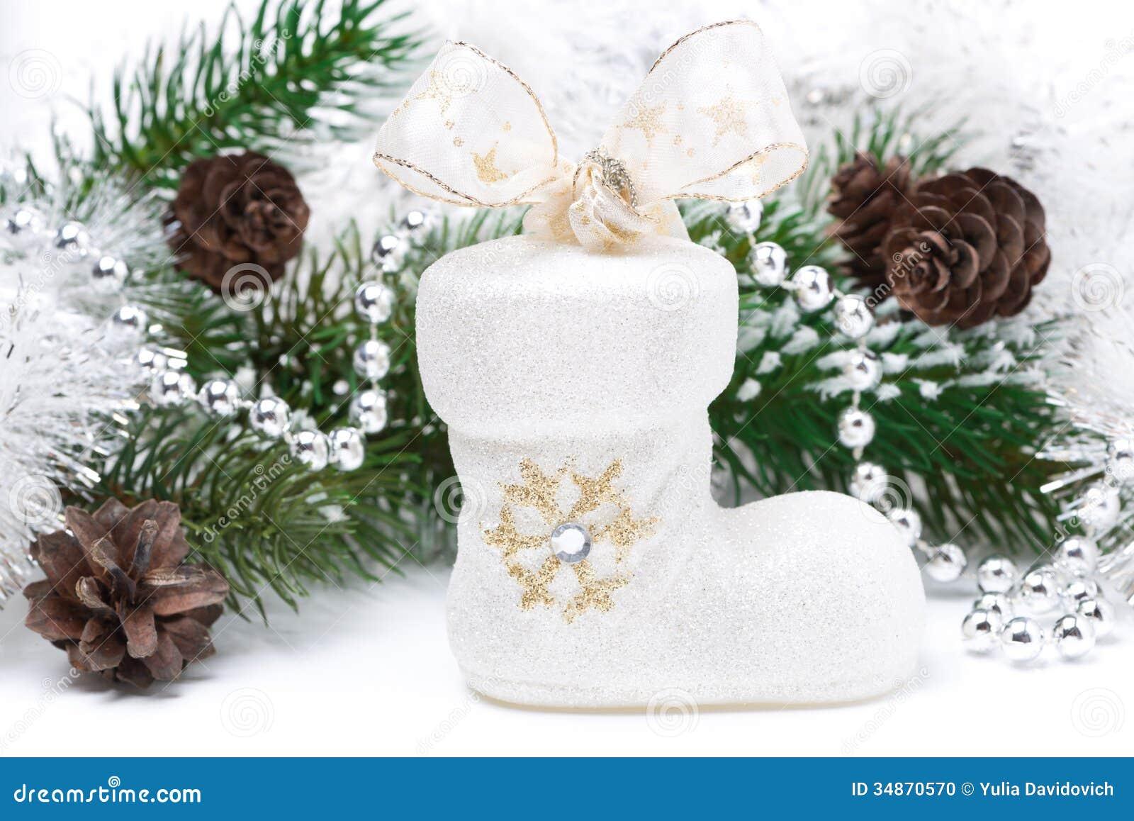 Composici n con las decoraciones de la navidad botas for Ramas blancas decoracion