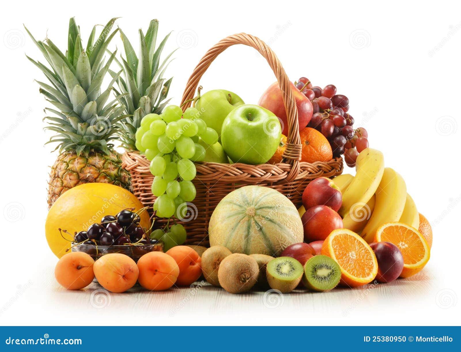 composition avec les fruits assortis dans le panier en. Black Bedroom Furniture Sets. Home Design Ideas