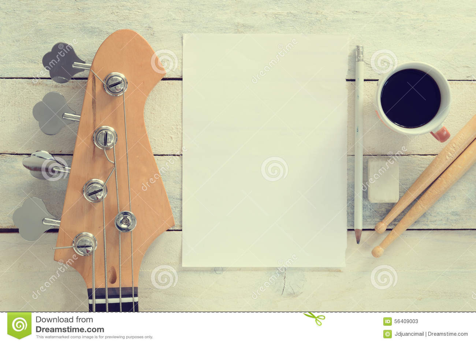 Composition de bureau de musicien inspiré guitare basse électrique