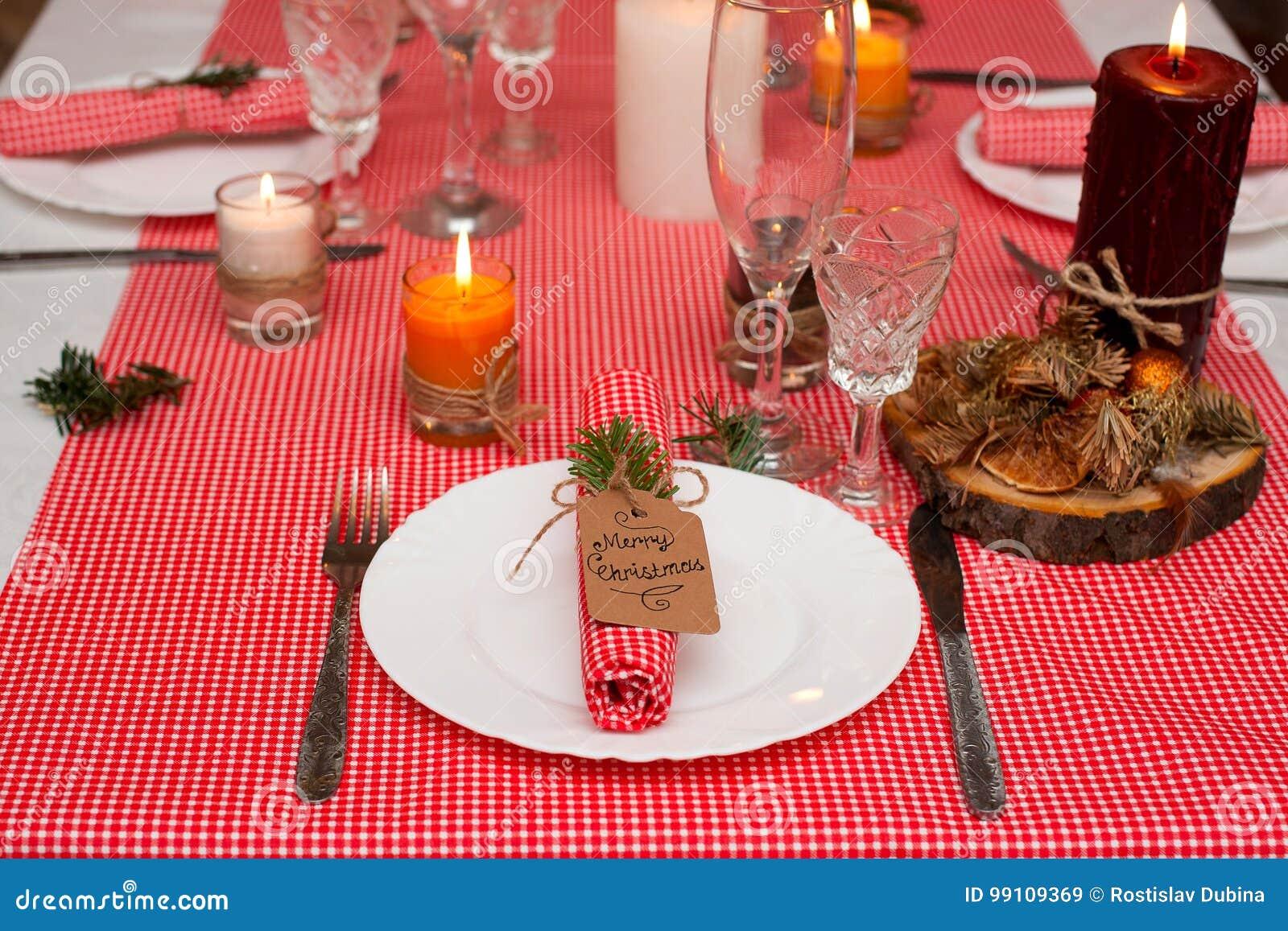 Deco De Table Bougie composition de fête avec des bougies et des plats décoration