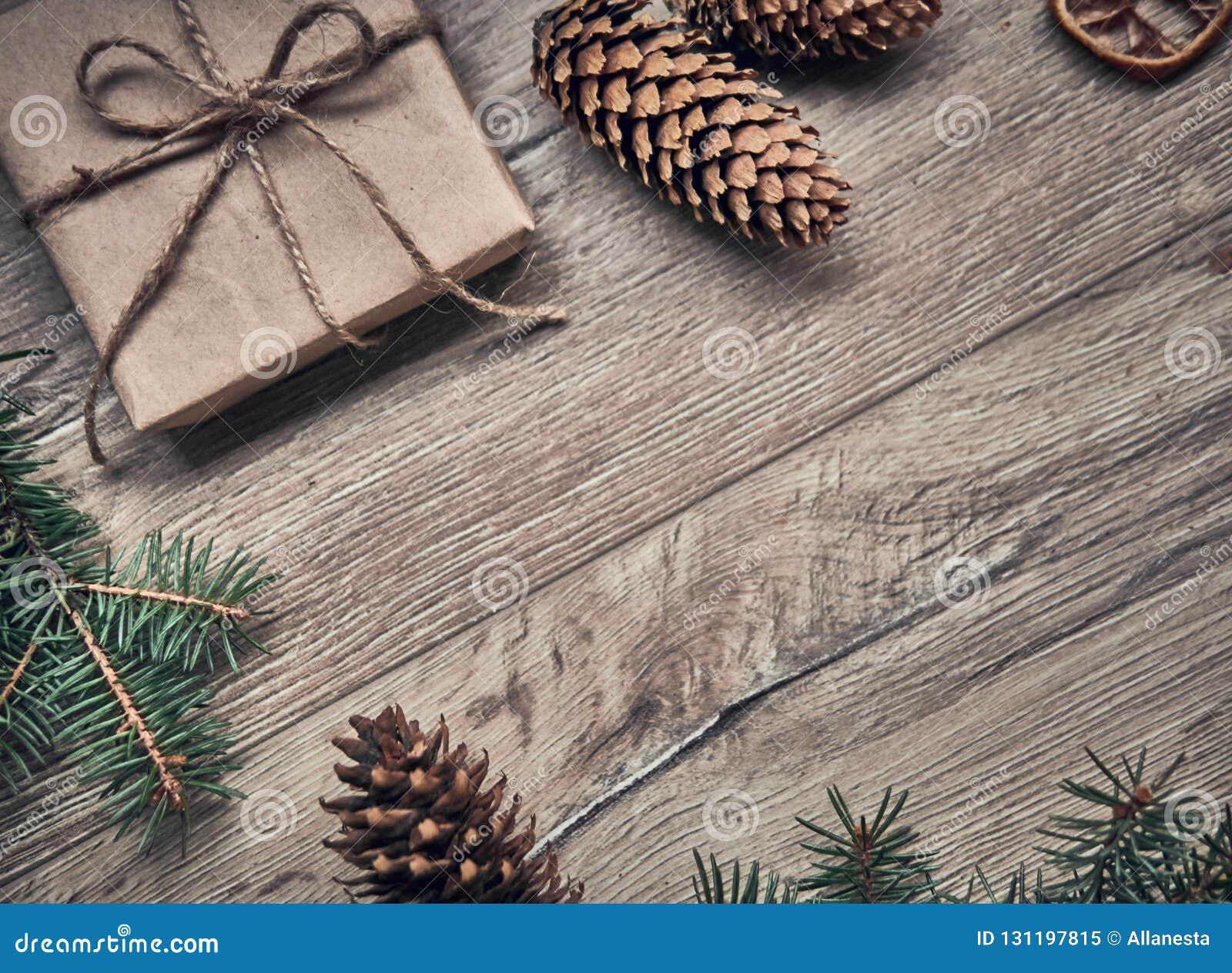 Arbre Bois Blanc Decoration composition de noël cadeaux de noël, couverture sur le fond