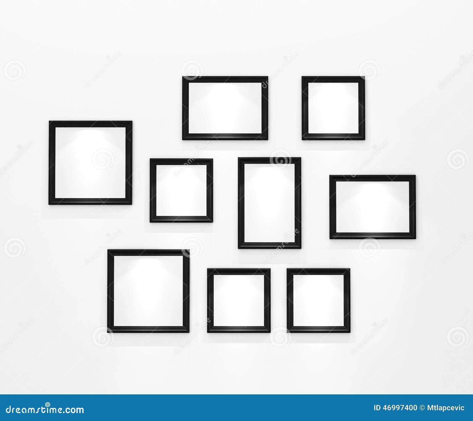 Composition des cadres de tableau noirs vides sur le mur blanc avec le projec - Tableau sur mur blanc ...