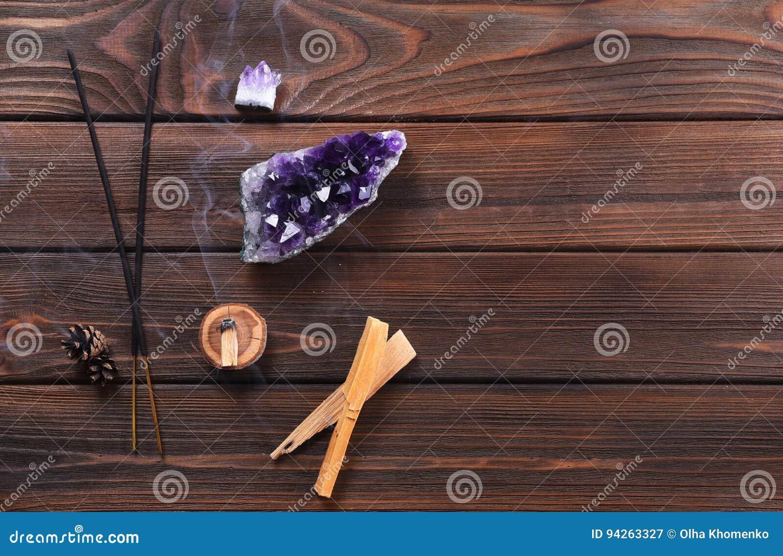Composition des objets ésotériques utilisés pour la guérison, la méditation, la relaxation et l épuration