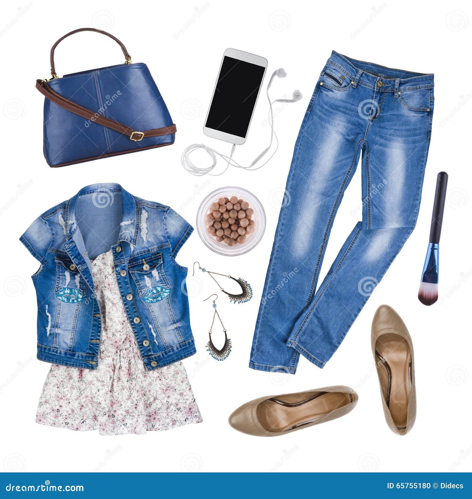 Composition des vêtements femelles et des accessoires d été d isolement sur le blanc