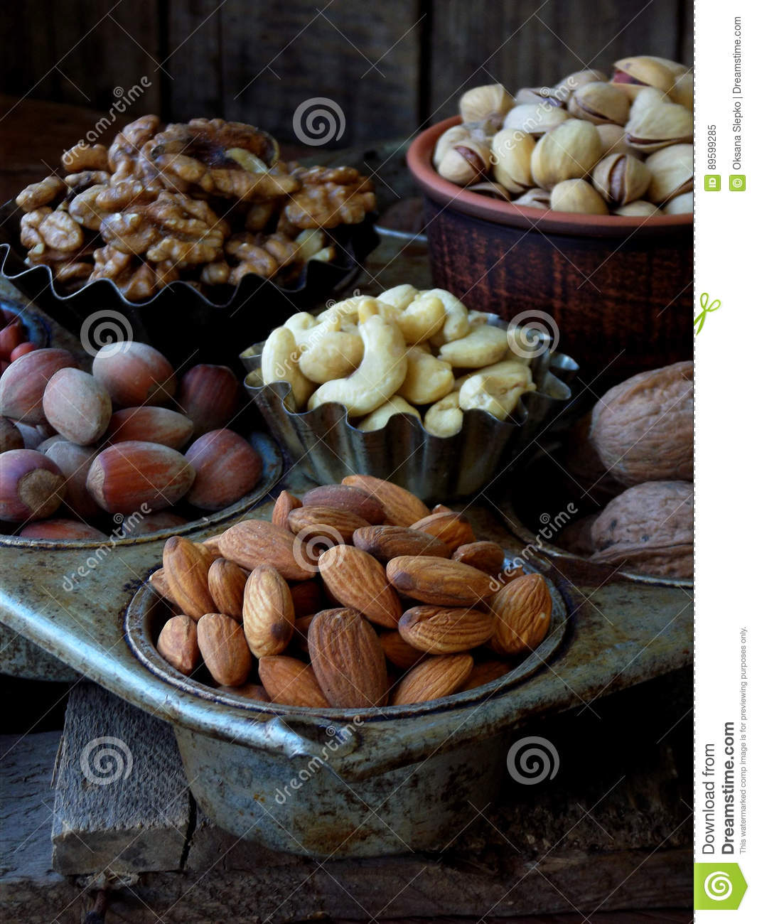 Nuts: composition 4