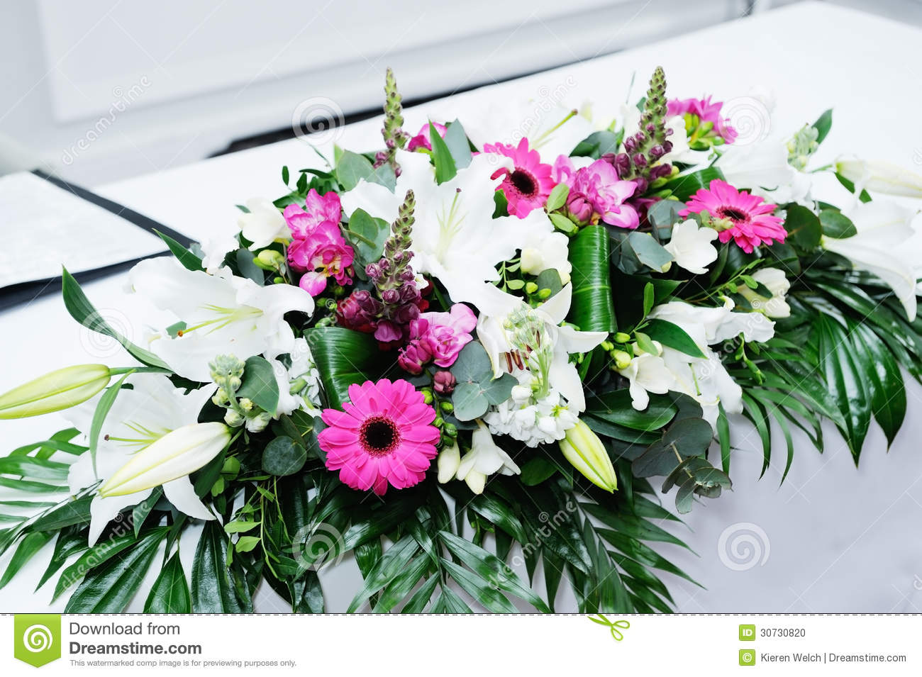 Composition florale en mariage photo stock image 30730820 - Composition florale table mariage ...